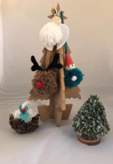 DIY Xmas Tree Pom Poms - the Hills